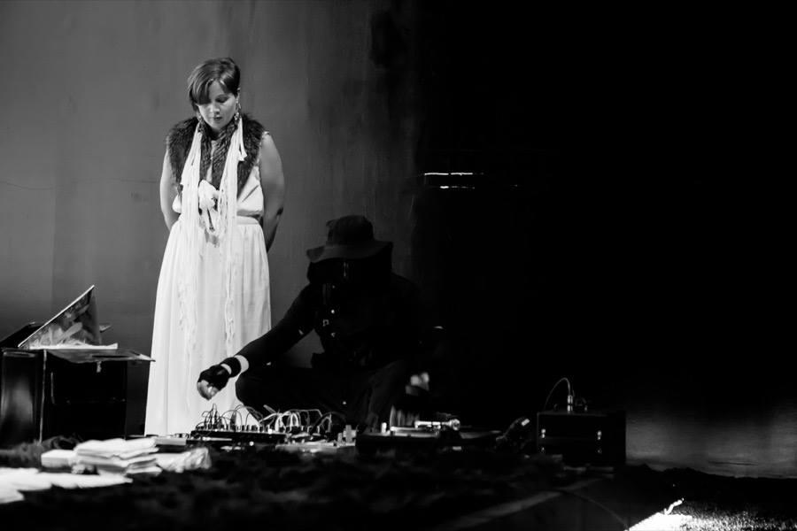 Alice Vogler and Vela Phelan _Obscurus_comoneo_(2015)  Photo by Nabeela Vega
